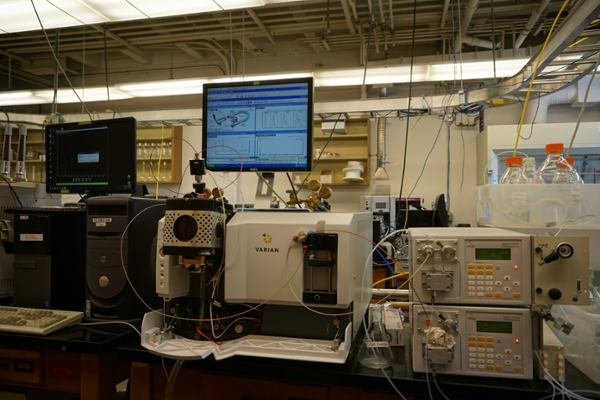 Varian MS-325 Triple-quadrupole Mass Spectrometer